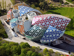 Fondation Louis Vuitton Building in Paris by Frank Gehry. Con l'intervento di Daniel Buren | Espace Louis Vuitton Venezia | > 26 NOV. 2016 | calle del Ridotto 1353 - 30124 Venezia